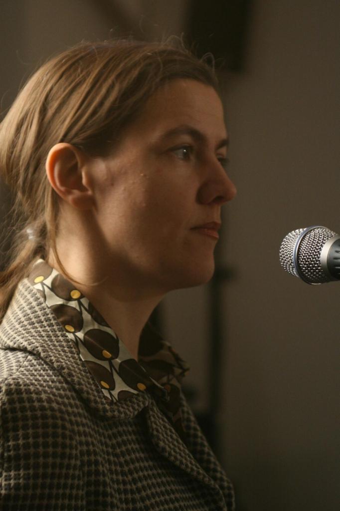Katharina Bihler (text, performance)