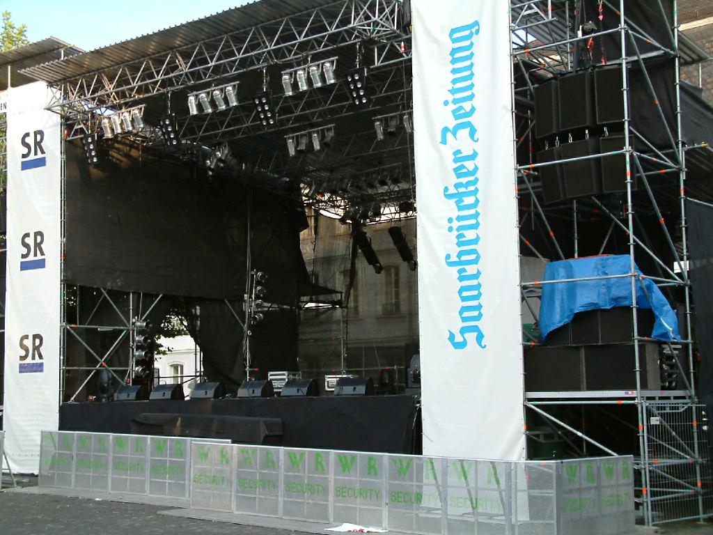 Stage_from_Side_D_Tour03