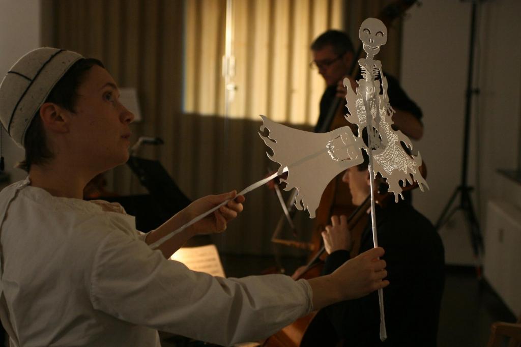 Elodie Brochier (text, performance)