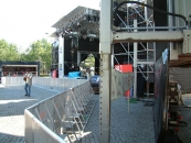 stage_with_barries_TdF_02